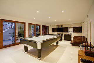 Professional pool table movers in Akron